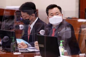 """""""중국을 제외하고 확률은 밝히지 않는다""""… 김승수 의원 발언, 사용자 분노에 '기름'"""